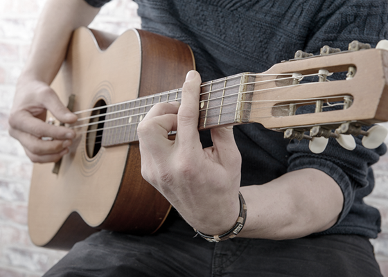 Man playing guitar - image depicting successful hand surgery